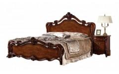 Красивая кровать с резным изголовьем Маркиза