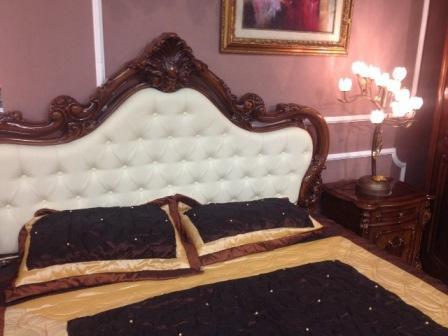 В коллекцию спальни Эмили Joss входят: кровать с мягким изголовьем