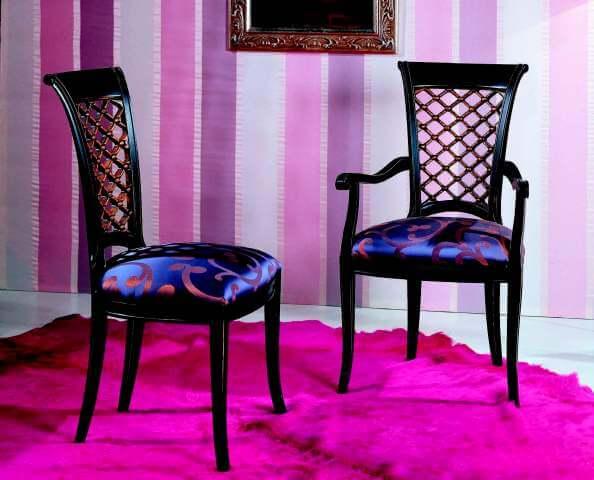 В продаже доступны стулья на кухню, в спальню, гостиную и даже прихожую. Мебель будет эффектно смотреться в любом интерьере. Если у вас в квартире простая кухня, то советуем обратить внимание на мебель классическом стиле. Тут красивые и массивные стулья будут оправданы.