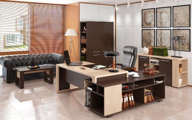 Второй важный предмет фурнитуры в кабинете – это кресло или небольшой диван. Как правило, для беседы в кабинете нам предлагают присесть на кресло или диван.